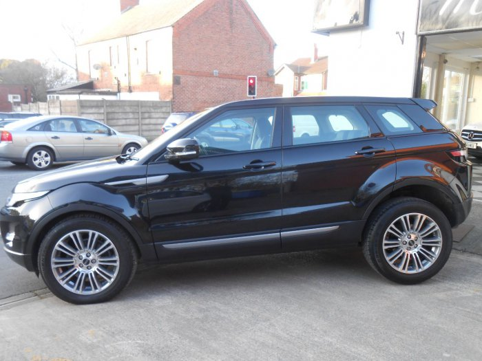 Land Rover Range Rover Evoque 2.2 SD4 Pure 5dr [Tech Pack] Estate Diesel Black