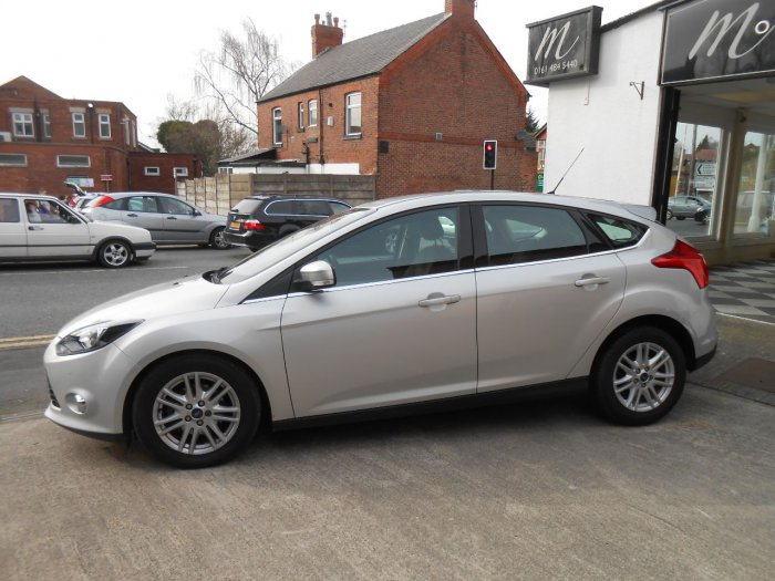 second hand ford focus 1 0 125 ecoboost titanium 5dr for sale in stockport cheshire. Black Bedroom Furniture Sets. Home Design Ideas
