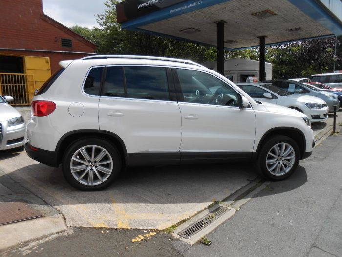 Volkswagen Tiguan 2.0 TDi BlueMotion Tech Sport 5dr Estate Diesel White
