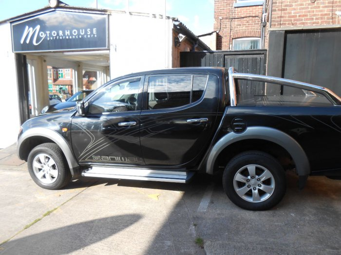 Mitsubishi L200 2.5 Double Cab DI-D Animal 4WD Auto 158Bhp Pick Up Diesel Black