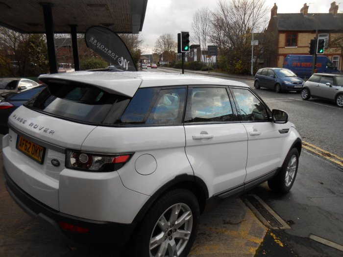 Land Rover Range Rover Evoque 2.2 SD4 Pure 5dr Estate Diesel White