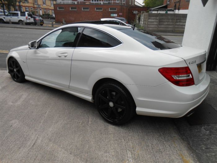 Mercedes-Benz C Class 2.1 C220 CDI BlueEFF AMG Sport Edition 125 2dr Auto Coupe Diesel White
