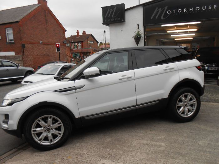 Land Rover Range Rover Evoque 2.2 SD4 Pure 5dr Auto [Tech Pack] Estate Diesel White