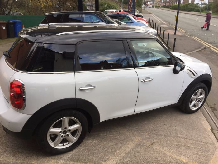 Mini Countryman 1.6 Cooper D 5dr Hatchback Diesel White