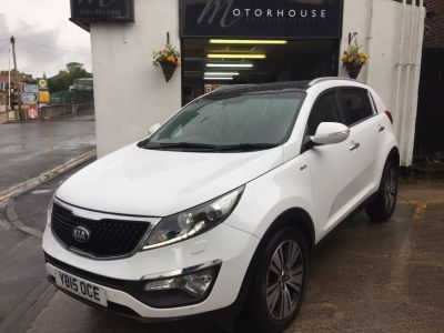 Kia Sportage 2.0 CRDi KX-4 5dr Auto Estate Diesel WhiteKia Sportage 2.0 CRDi KX-4 5dr Auto Estate Diesel White at Motorhouse Cheshire Stockport