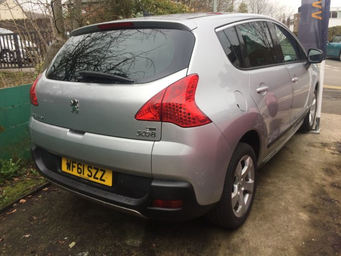 Peugeot 3008 1.6 e-HDi 112 Exclusive 5dr EGC Hatchback Diesel Silver