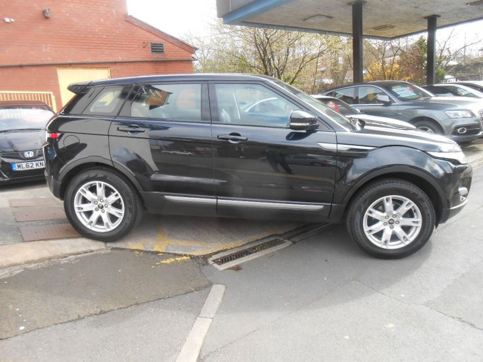 Land Rover Range Rover Evoque 2.2 SD4 Pure (TECH PACK) 5dr Four Wheel Drive Diesel Black