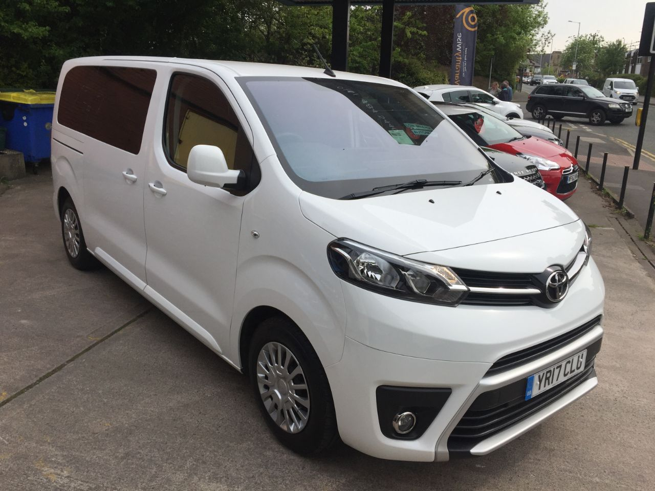 Toyota Proace-verso 2.0D Shuttle Medium 5dr MPV Diesel White at Motorhouse Cheshire Stockport