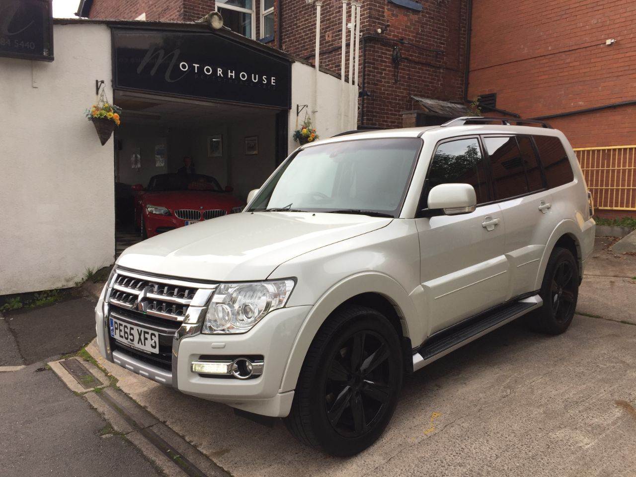 Mitsubishi Shogun 3.2 DI-DC [197] SG4 5dr Auto Estate Diesel White at Motorhouse Cheshire Stockport